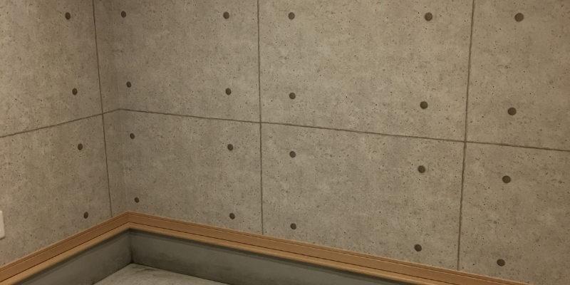 ホームジムにはコンクリート打ちっぱなし風の壁紙