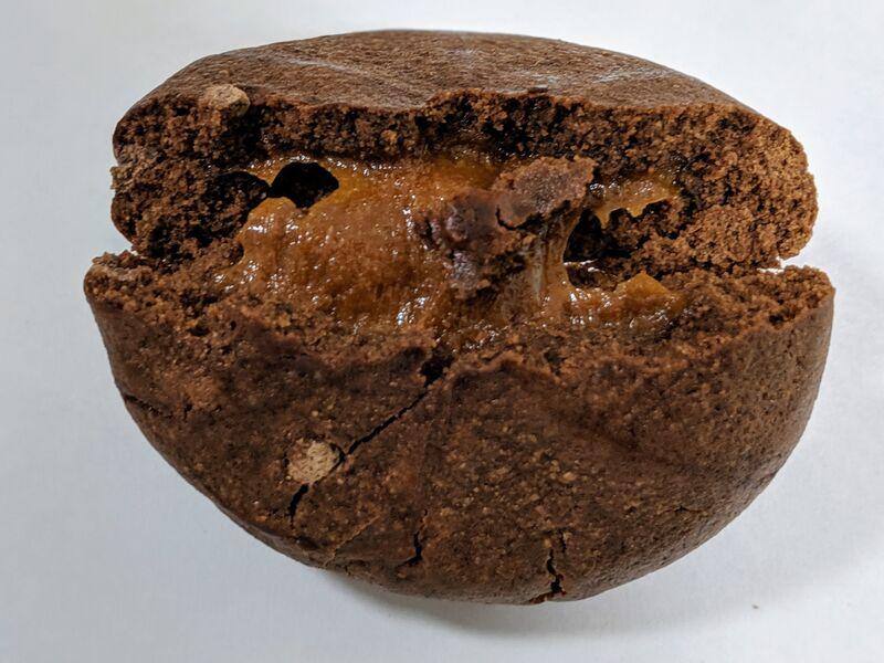 マイプロテイン「フィルドプロテインクッキー」中身のキャラメルクリーム