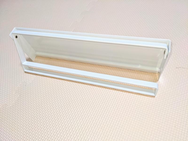 山崎実業「キッチンペーパーホルダー」はアーム部分に挿し込むだけで装着可能